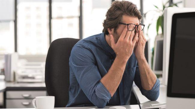 Бизнесмен_отчаяние_усталость_программист
